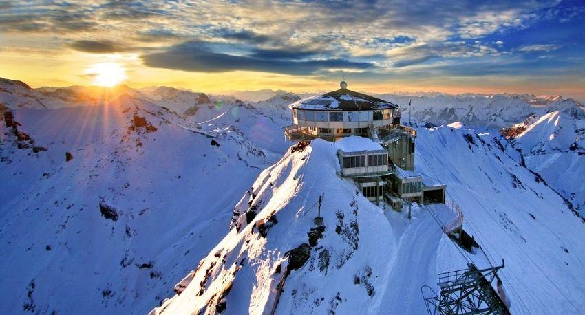 Nieve en montaña en los Alpes
